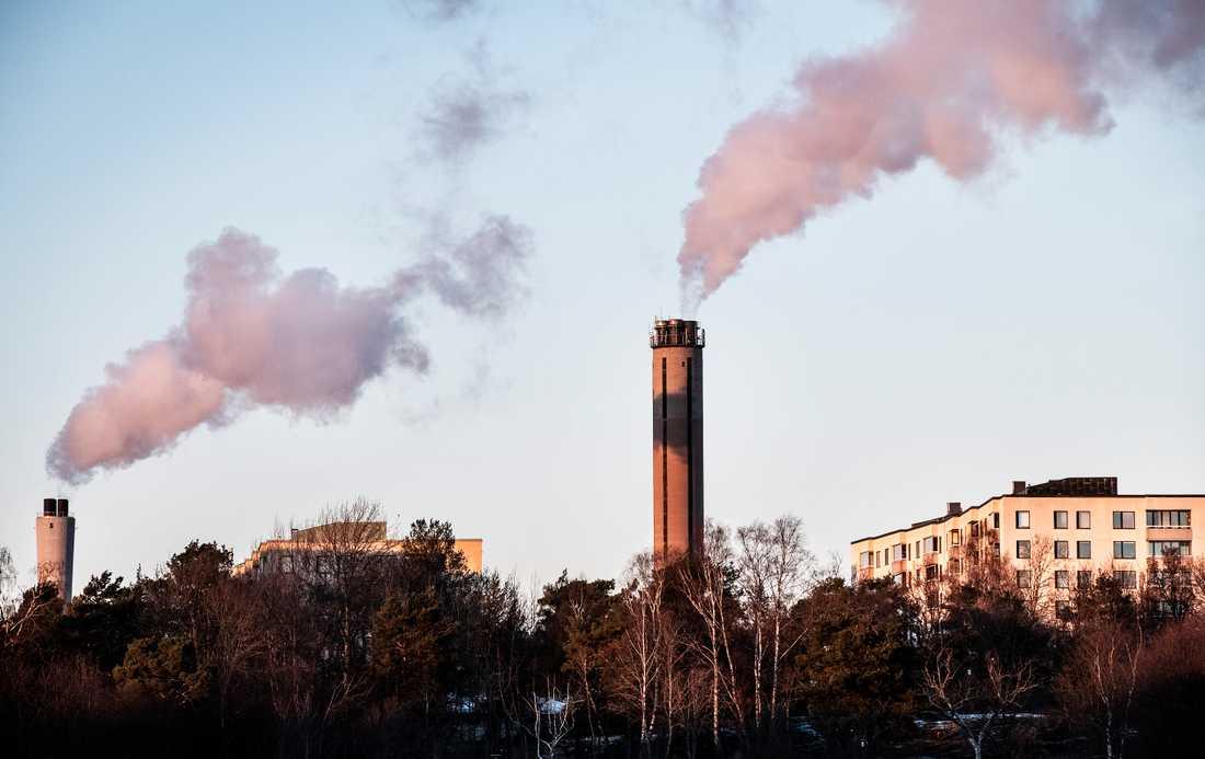 Vid Värtaverket i Stockholm pågår försök att fånga in koldoixid för lagring i bergrunden. Arkivbild.