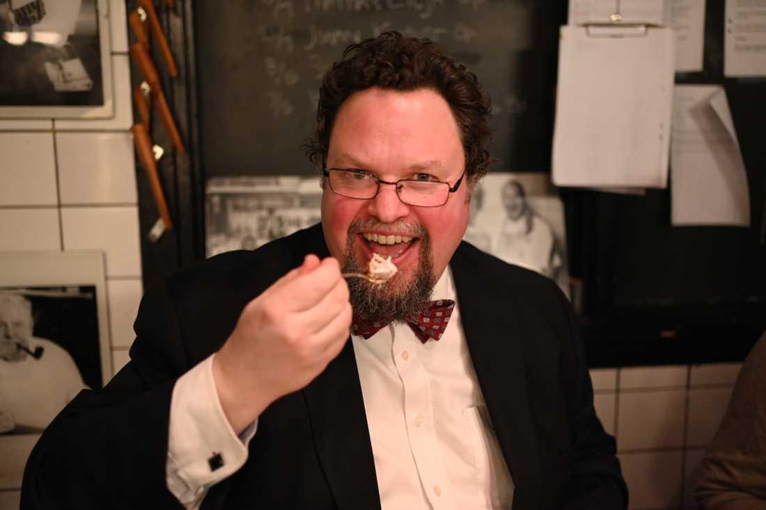 Edward Blom säger strängt nej till margarin och fryst färdigmat – trots coronakrisen.
