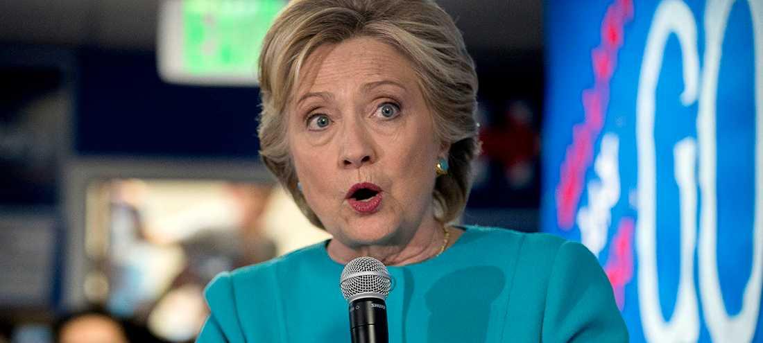 "Hillary Clinton har börjat podda: ""You and me both""."