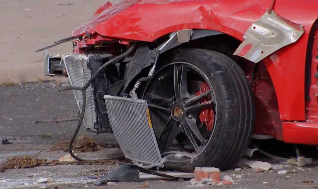 Både föraren och passageraren förklarades döda på plats.