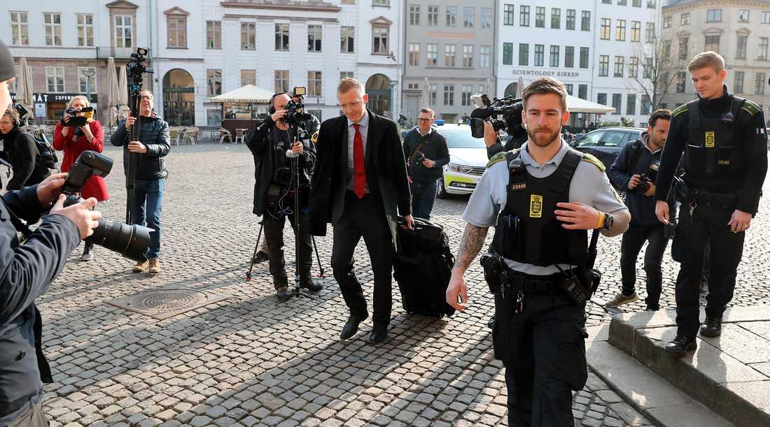 Åklagare Jacob Buch-Jepsen anländer till måndagens förhandling.