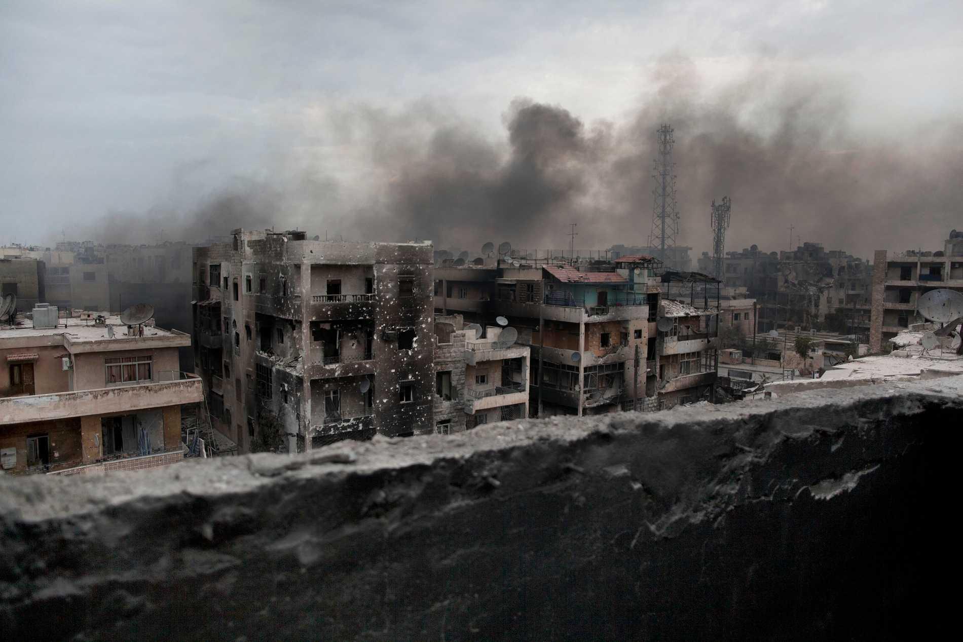 Arkivbild. Rök över Aleppo hösten 2012. Staden bombades hårt av bland andra den syriska regimen.