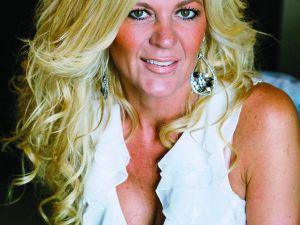 Hollywoodfrun med superkoll på håret 76308fa9ecf8e