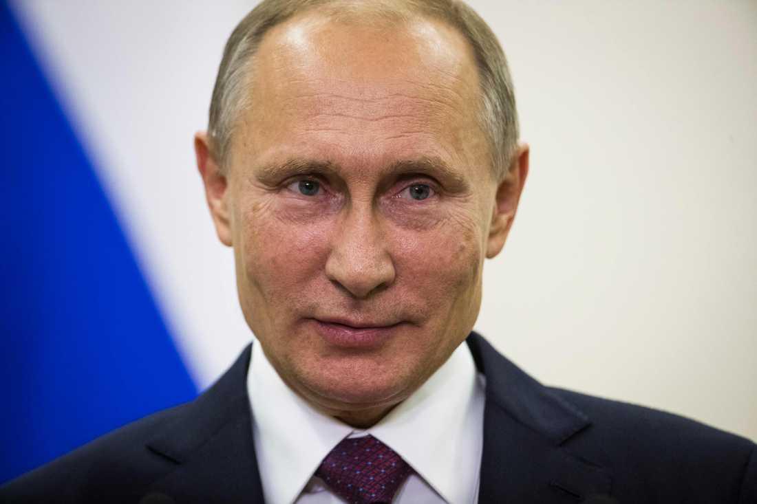 Putin menar att anklagelserna om Rysslands inblandning är uttryck för ren hysteri.