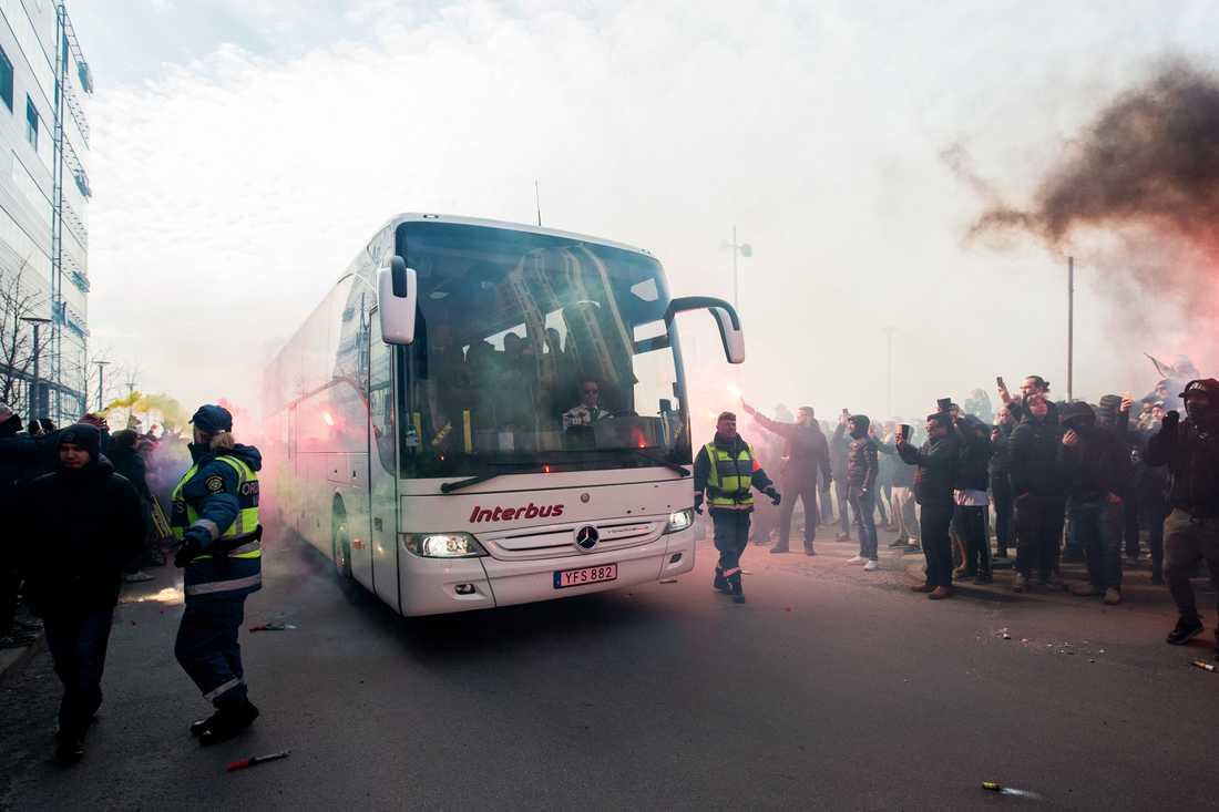 AIK:s spelarbuss inför en tidigare match.