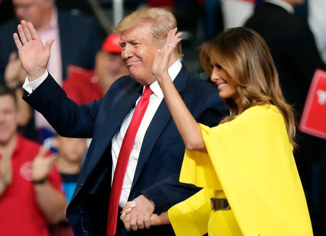 Presidentparet Donald och Melania Trump i Amway Center i Orlando.