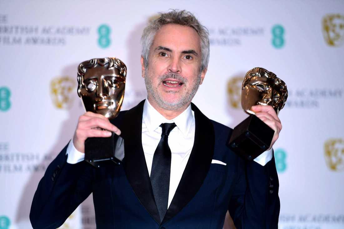Alfonso Cuarón med sitt Bafta-pris.