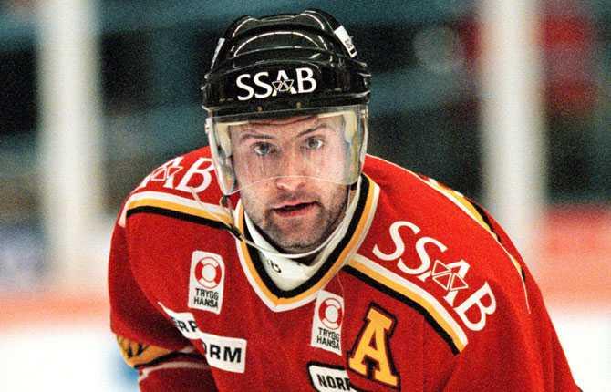 Hemma igen. Efter ett kortare gästspel i Phoenix Coyotes flyttade han hem till Luleå säsongen 2000 2001.