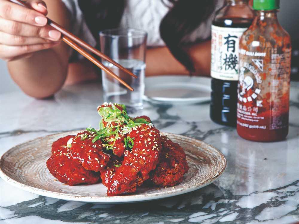 Läcker, friterad kyckling med kryddstark chilisås.