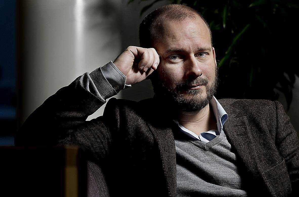 Svend Dahl, statsvetare och liberal skribent, ser två läger inom Alliansen när det gäller migrationsområdet - och nyckelfrågan är på vilken sida Anna Kinberg Batras M hamnar.