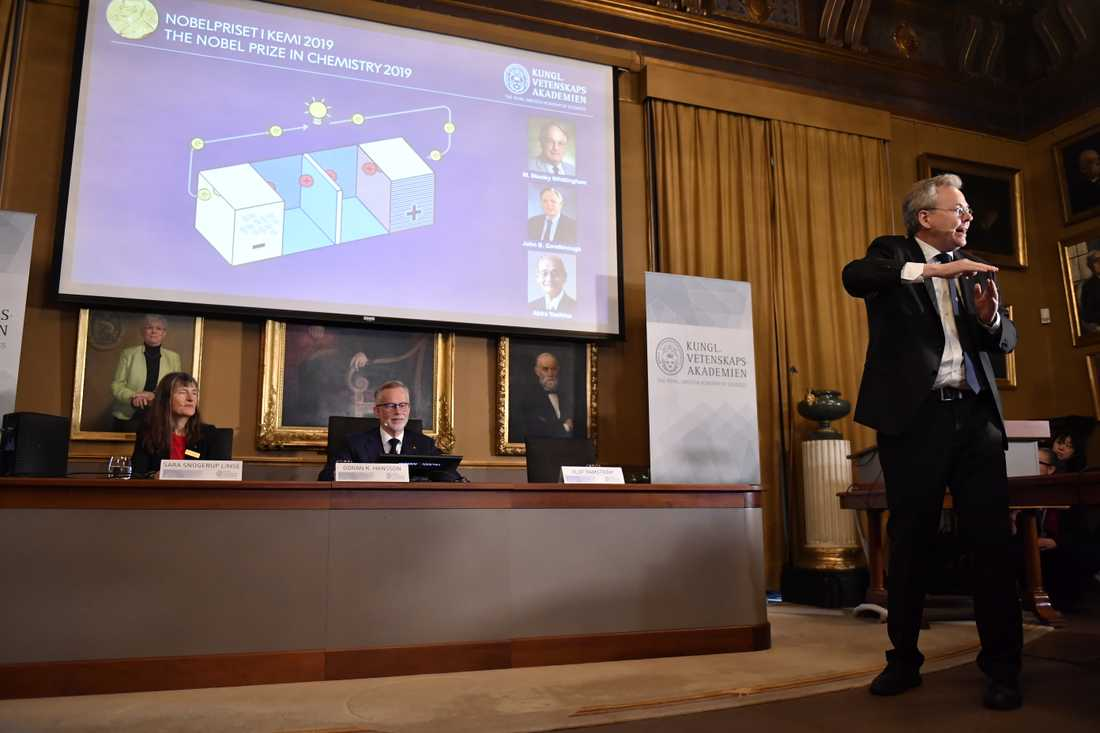 Professor Olof Ramström presenterar årets Nobelpristagare i kemi.