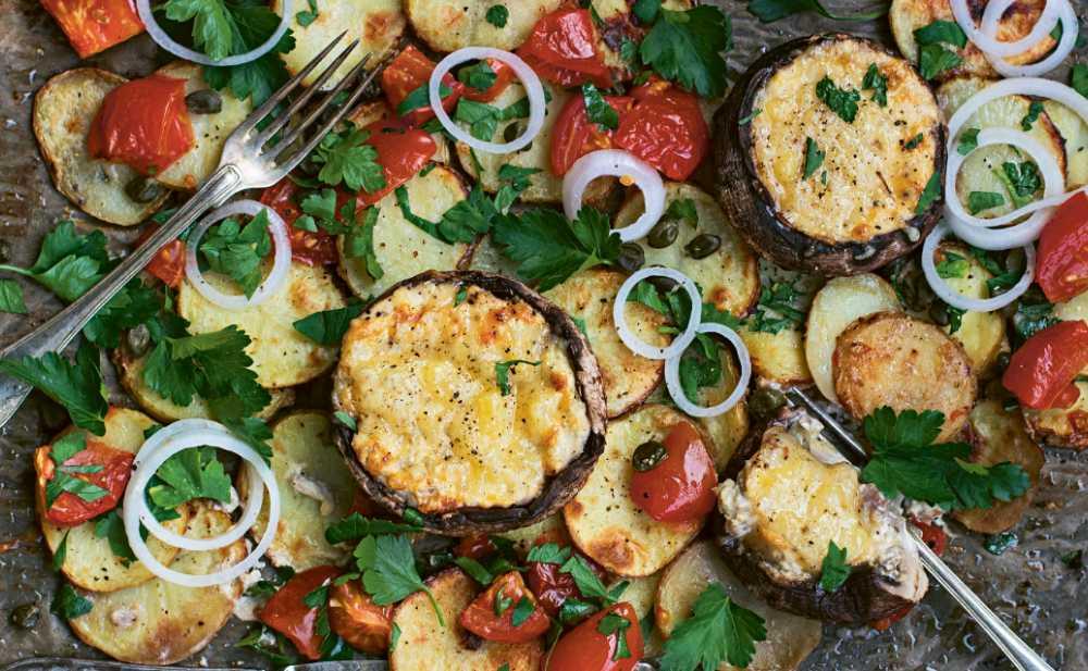 Portabelloprovençale med vitlöksrostad potatis och varm tomatsallad