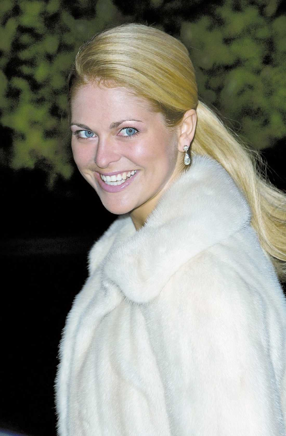 643cb06e9f5a Prinsessan Madeleines bröllopsplaner ligger på is tills kronprinsessan har  gift sig.