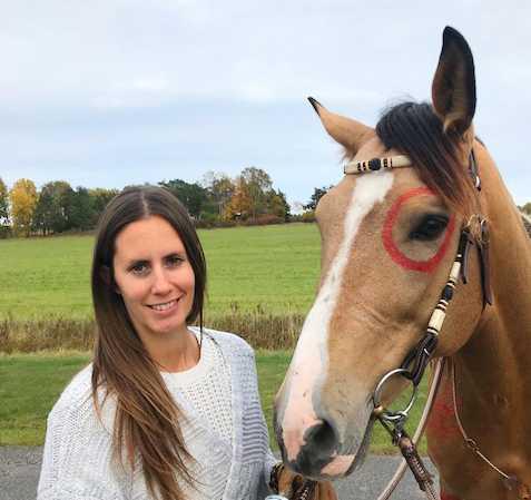 Louise E Chatteli och hästen Hannibal åker runt och sprider glädje.