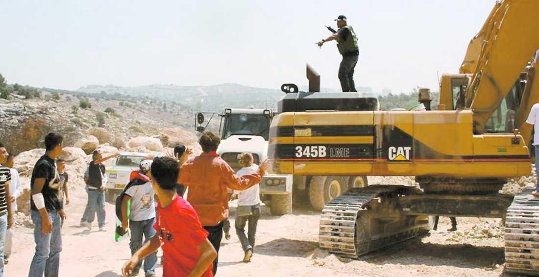 Mot muren Demonstrationerna har målet att stoppa den mur Israel bygger på Västbanken.