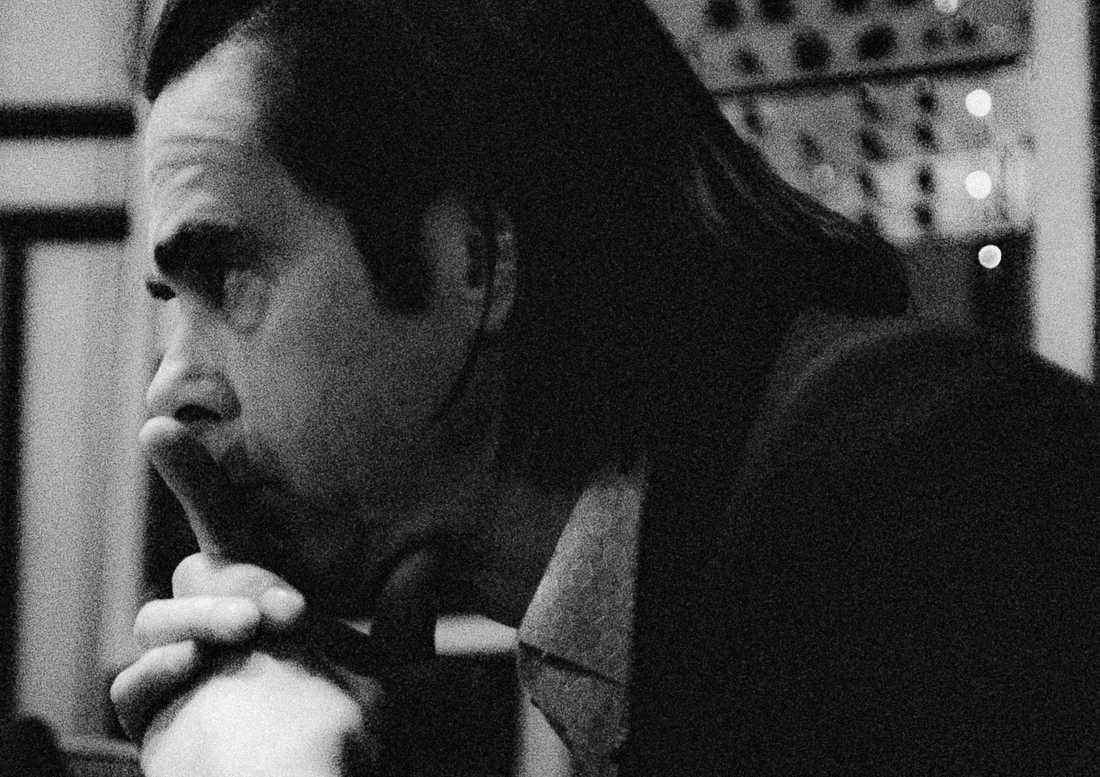 """På """"Ghosteen"""" fortsätter Nick Cave att borra sig ner i avgrunden efter en djup och tung förlust."""