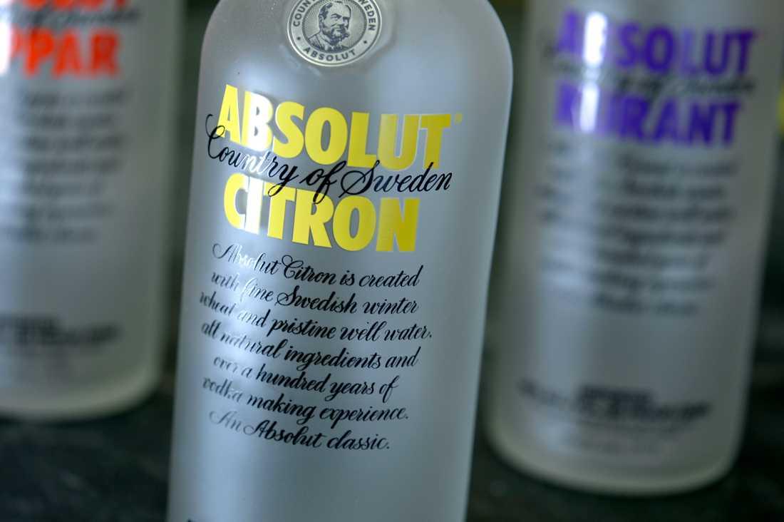 Sprittillverkaren Absolut kommer delvis att ställa om från tillverkning av vodka till handsprit.