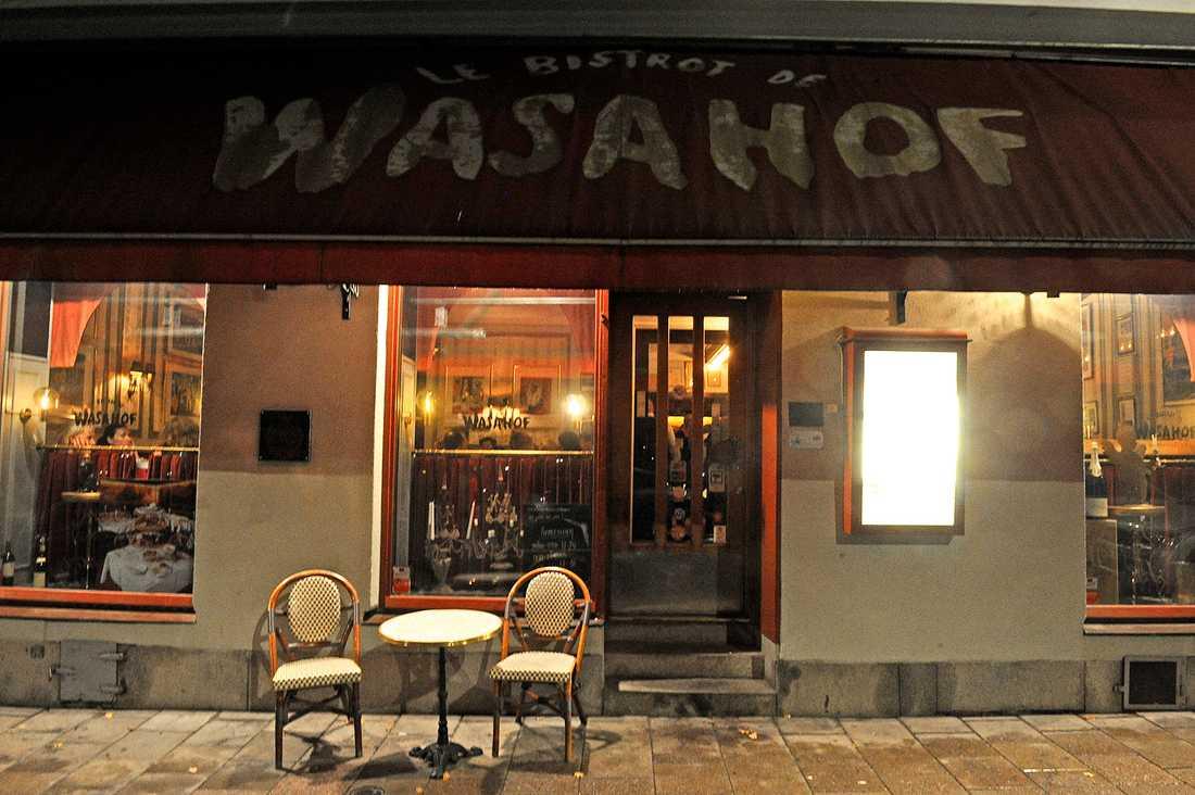 Kim Anderzon samlade sina vänner på restaurangen Wasahof i Stockholm.