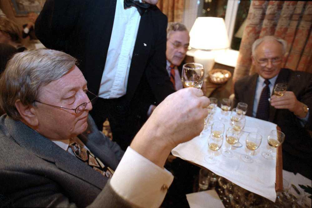 1998 var han domare i sprittävlingen; VM i akvavit. FOTO: EINAR HJALMING
