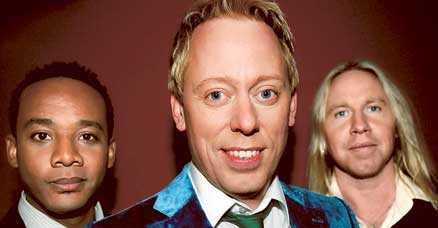 """PUBLIKEN SVIKER Sedan Peter Settman, Putte Nelsson och Stefan Gunnarsson tog över """"Så ska det låta"""" 2006 har antalet tittare minskat men nästan 1,4 miljoner personer. Många av dessa tittar på Let s dance i stället."""