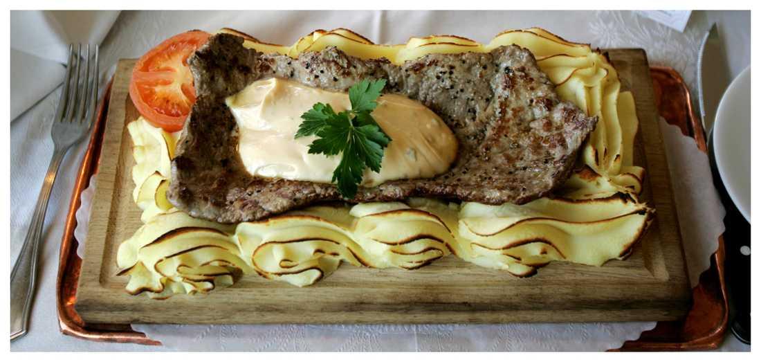 Plankstek. Häll på bearnaisesås och servera!