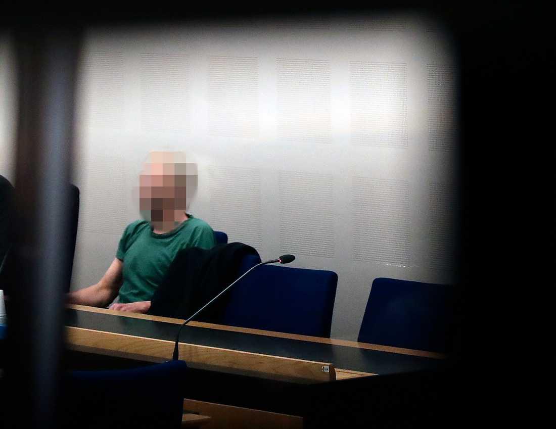 Den misstänkte mannen under rättegången.