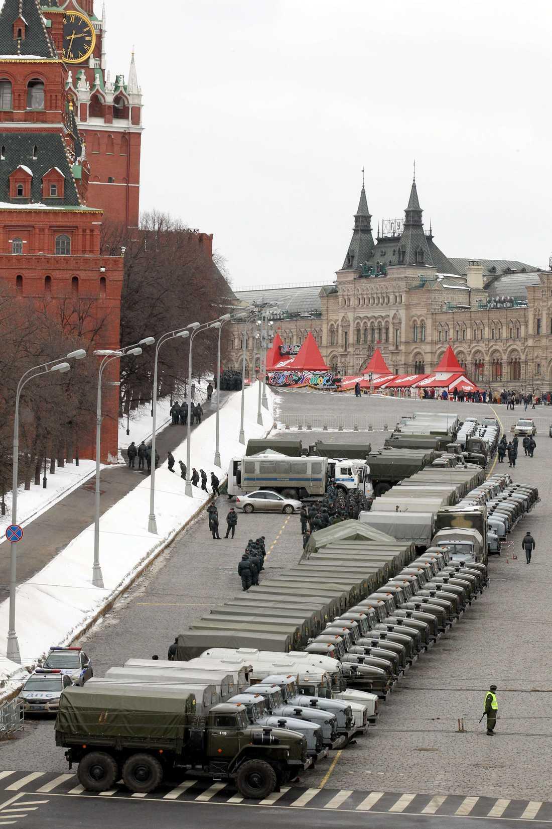 Utanför Kreml 38 500 poliser är i tjänst.