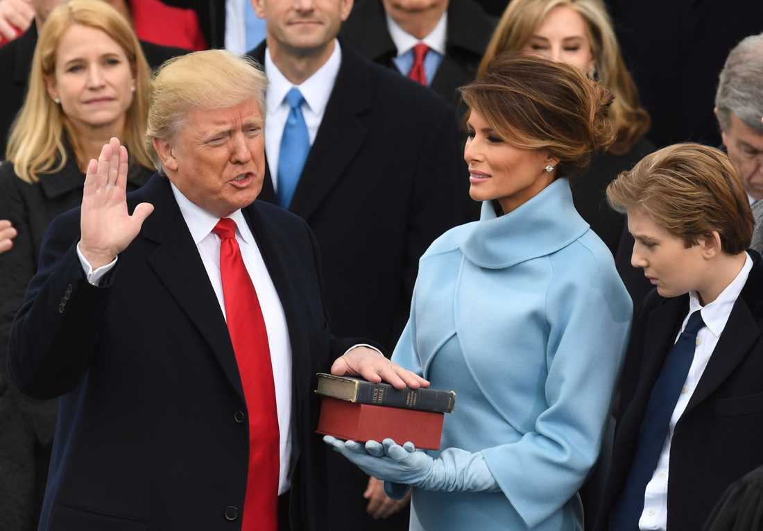 Här svär Trump president-eden.