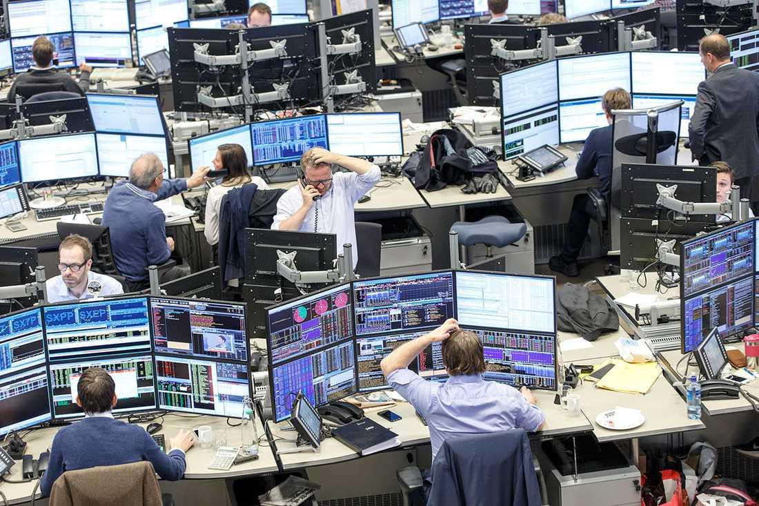 Oro på börsen. Världens börser har rasat den senaste veckan. Ekonomiexperterna ger dig de bästa tipsen för hur du ska göra när ekonomin svajar.