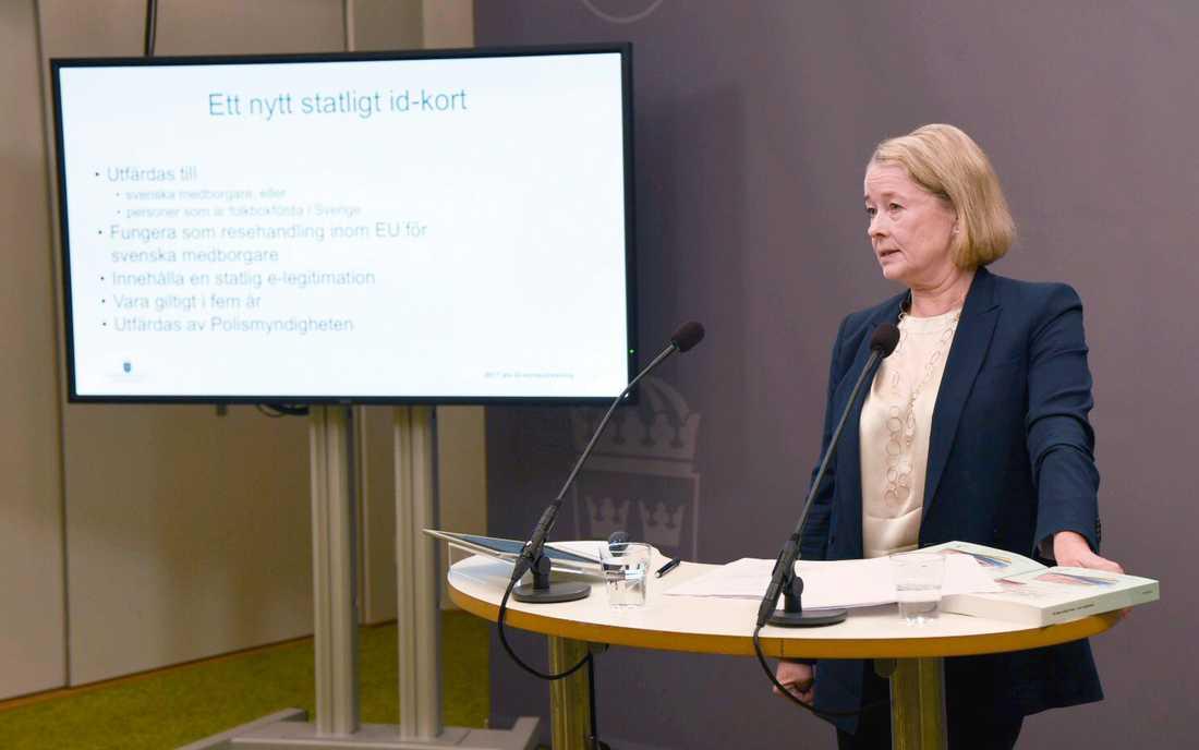 Regeringens id-kortsutredare Inga-Lill Askersjö föreslår ett nytt, säkrare statligt id-kort från 2022 och även att körkort inte längre ska duga som id som nu.