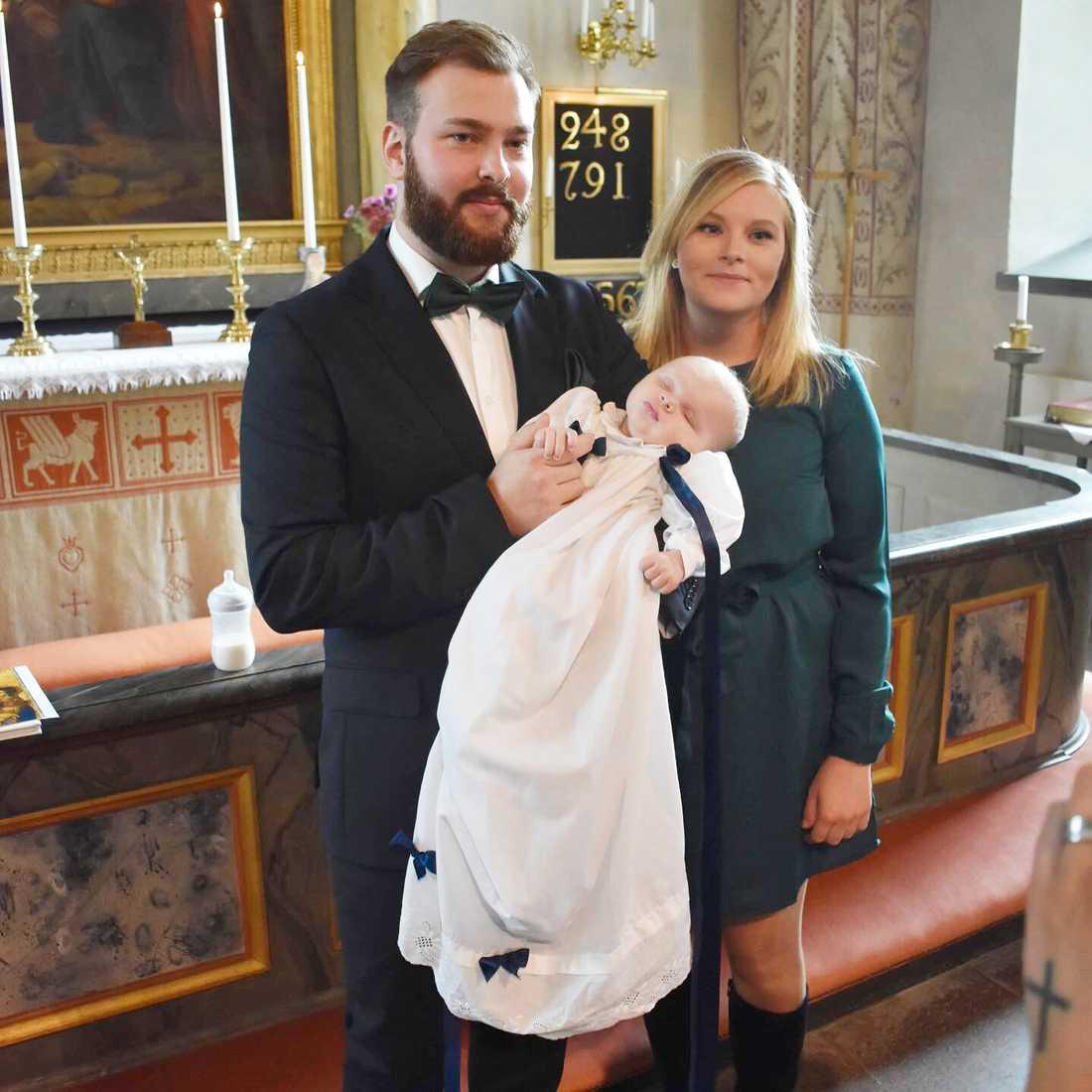 Jesper och Johanna beställde julkort på sin fem-månaders son Linton.