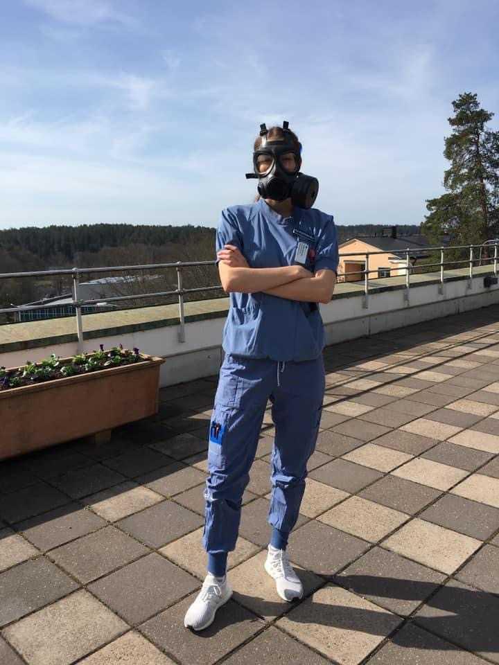 Ebba och hennes kolleger bär nu skyddsmask 90.