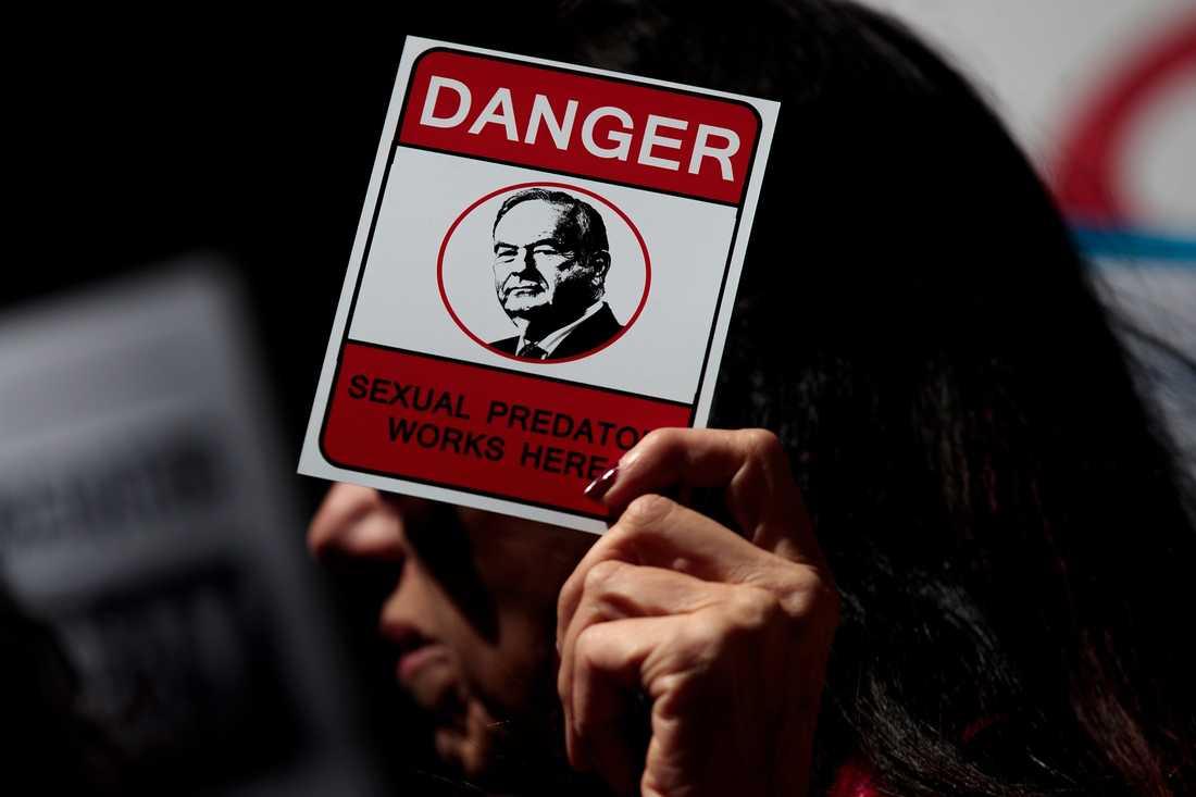 Protester mot Bill O'Reilly utanför Fox News högkvarter på Manhattan i New York.