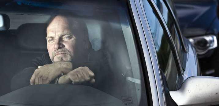 Jonny Forsberg, 47, blir av med körkortet ännu en gång för att han häll undan för en ambulansutryckning. Foto: Johan Eklund