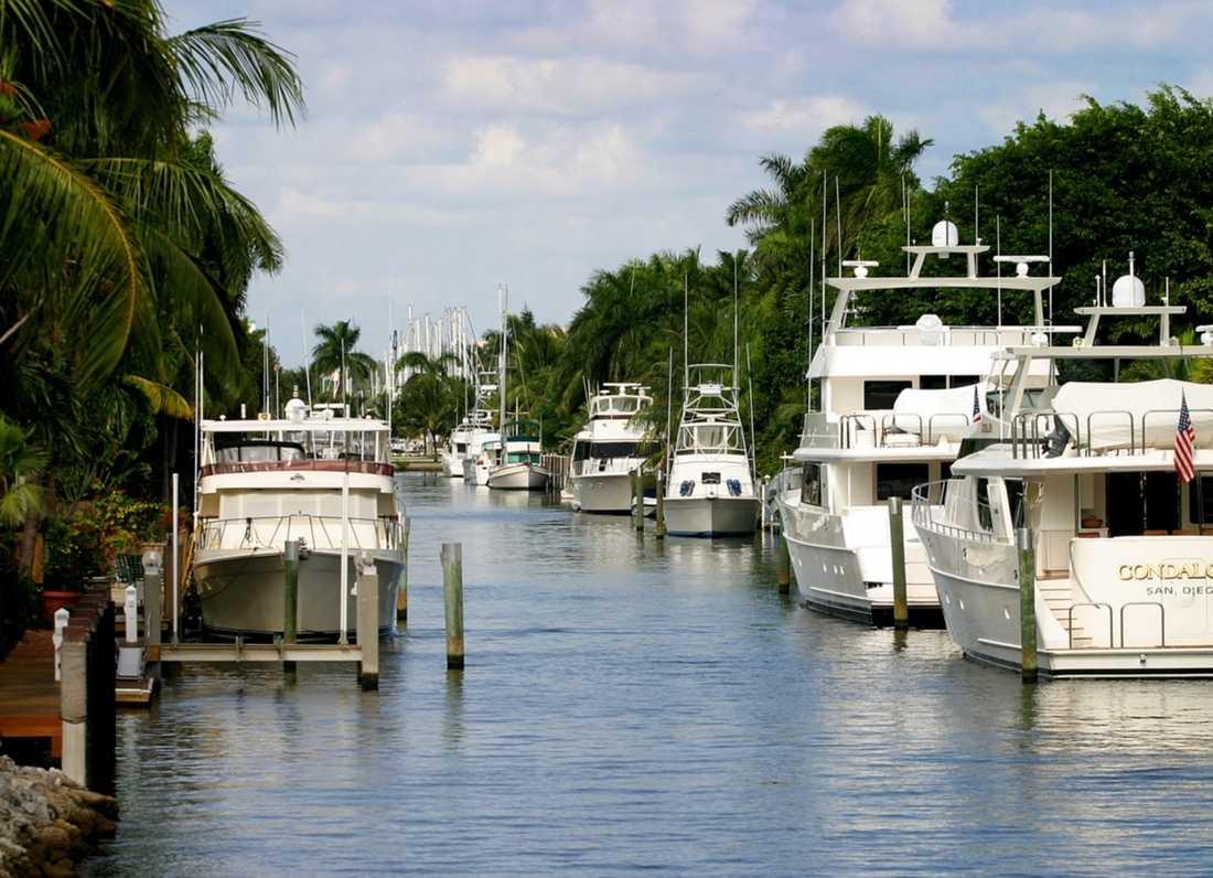 Från vattenvägarna i Fort Lauderdale kan man spana in kändisarnas hus.