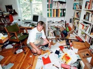 Tjuvarna slog sönder allt Fotografen Kai Rehn drabbades av ett klassiskt sommarinbrott i juli 2001.