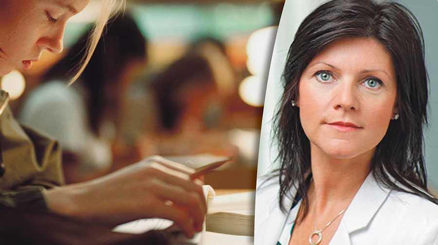 Med TCO:s förslag skulle fler sjukskrivna få en möjlighet att genom studier finna en väg tillbaka till ett arbete där deras kompetens och erfarenhet kan tas tillvara, skriver Eva Nordmark. Personen på bilden till vänster har inte med texten att göra.