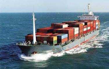 piratbyte. Moderna pirater gör tillvaron osäker för handelsfartyg i Malackasundet, Sydkinesiska sjön och utmed Afrikas kuster.