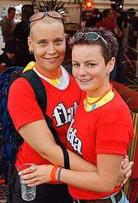 Annica Hamberg och Malin Andersson hjälps åt hemma.