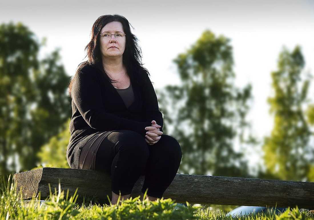 anette ivarsson, 47, karlstad Har inte råd med en studentpresent till sin dotter.