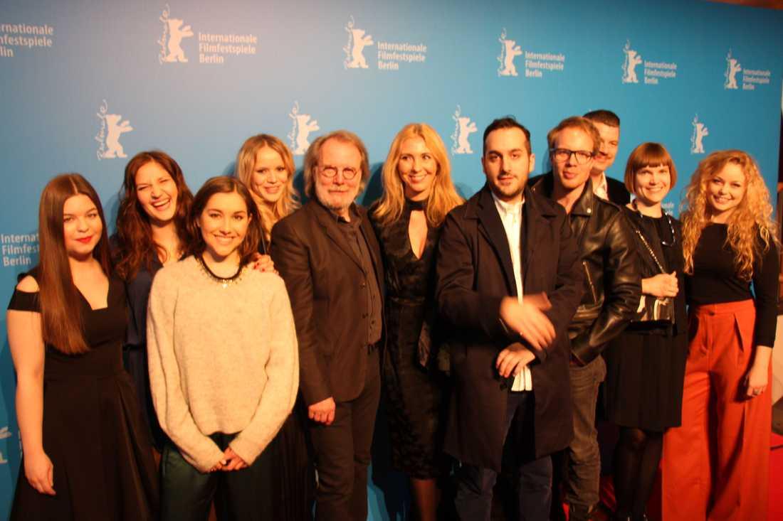 """HELA CIRKELN  Skådespelare, regissör, producenter och manusförfattare på världspremiären av """"Cirkeln"""" i Berlin."""