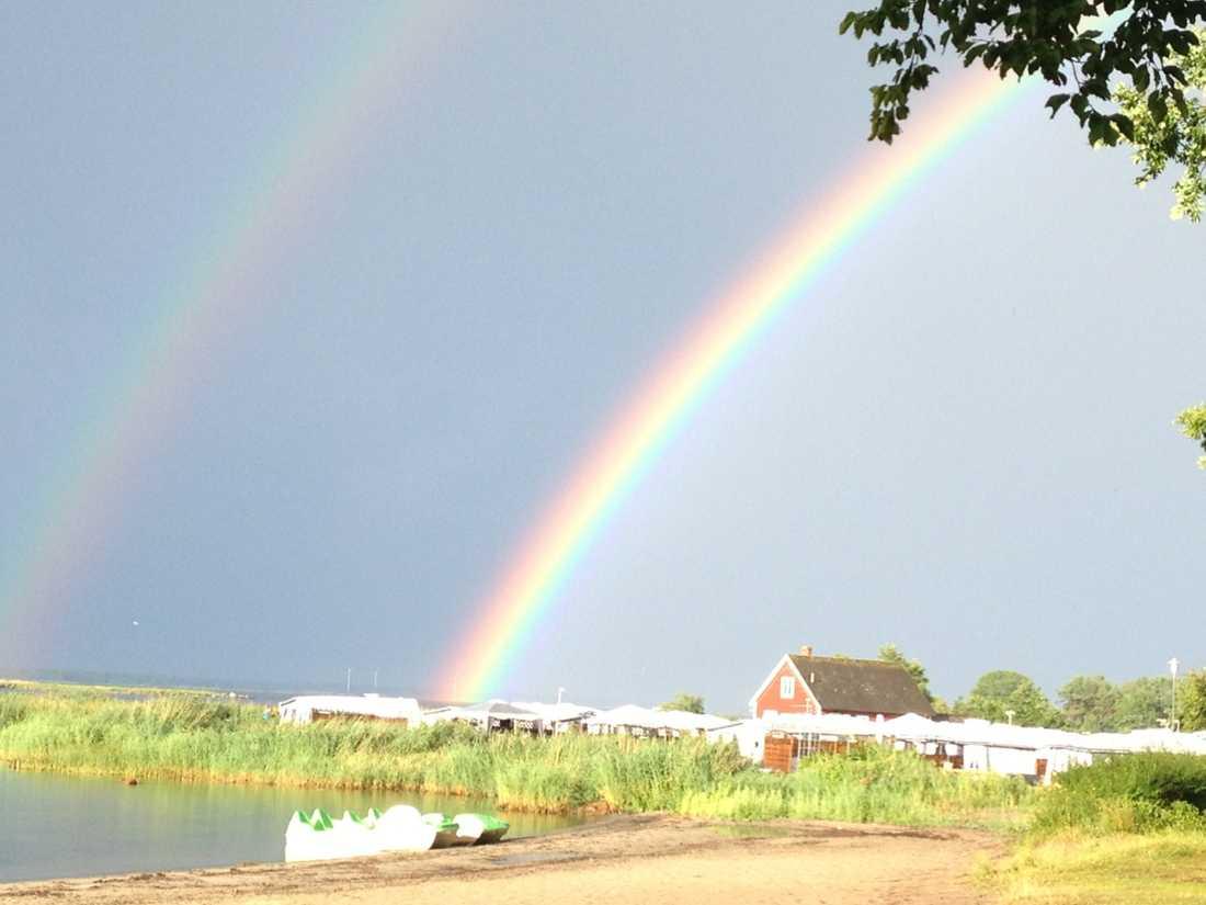 Efter regn kommer solsken. Dessa regnbågar syntes på himlen efter en rejäl åskskur i Norje, hemarena för Sweden Rock.