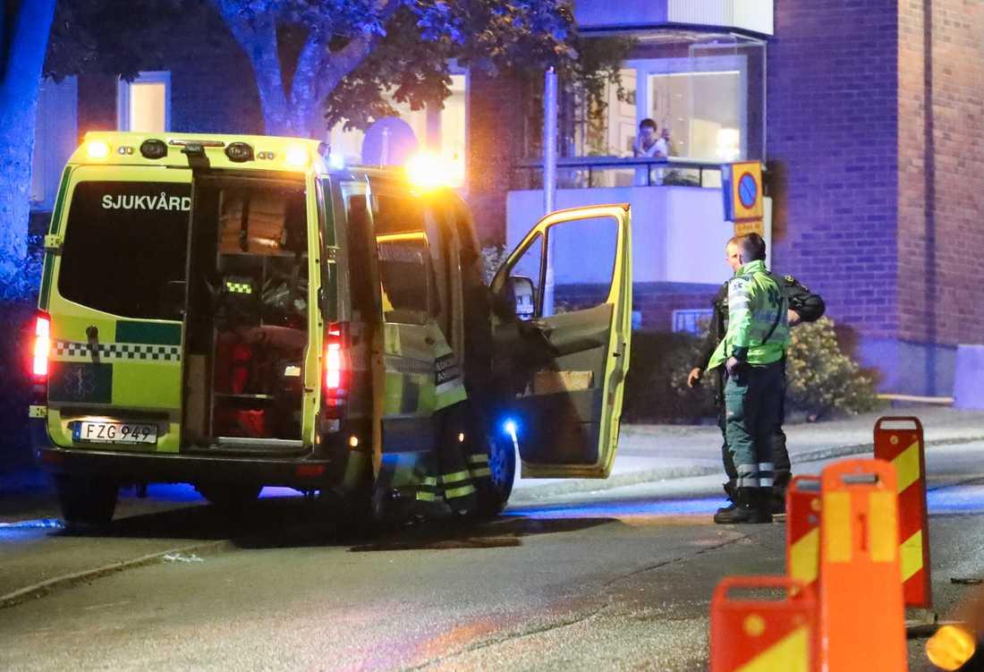 Ett stort polispådrag sattes in i Nacka efter skottlossningarna.