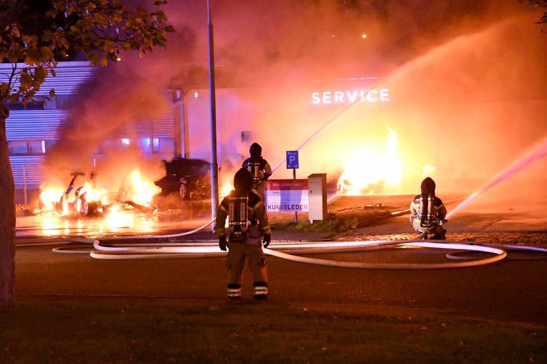 Branden orsakade kraftig rökutveckling ännu en timme efter larmet.