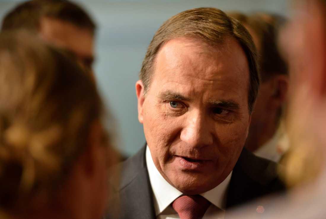 Utlyste nyval Statsminister Stefan Löfven tvingades regera på Alliansens budget, och utlyste nyval. Det kunde dock avblåsas efter att DÖ kom till stånd julen 2014.