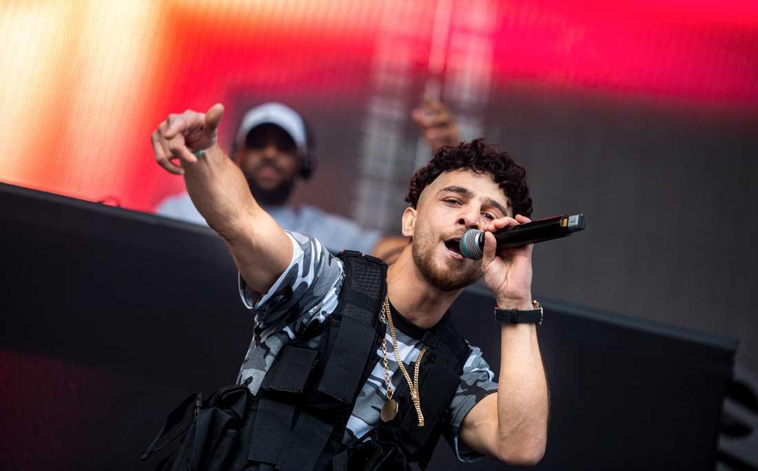 Rapparen Z.E. lånade en rättssal för att spela in en musikvideo.