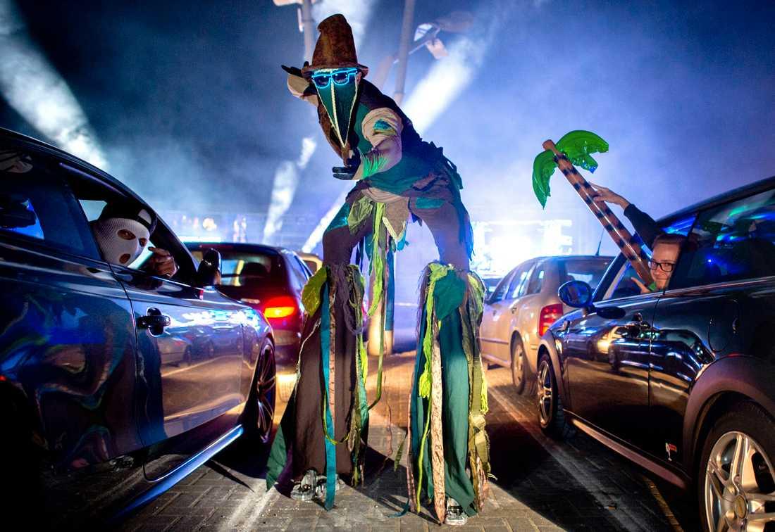 Hundratals danssugna fick släppa loss på corona-vänligt disco.