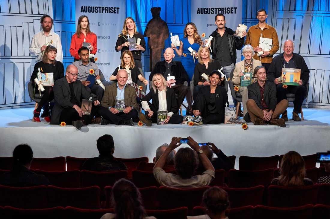 Årets nominerade till Augustpriset är en brokig skara författare. Här finns både veteraner som Kerstin Ekman och debutanter som Uje Brandelius och Karin Smirnoff. Saknas gör dock stora namn som Sara Stridsberg, Jonas Gardell och Jonas Hassen Khemiri.