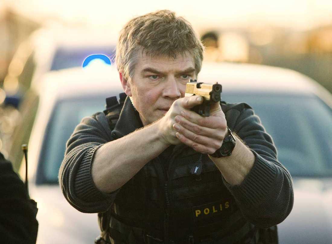 """hissas """"Jag gillar Johan Falk-filmerna. De är trovärdiga, till en viss del"""", säger polisstatistutbildaren Mika-Christer Mäenpää."""