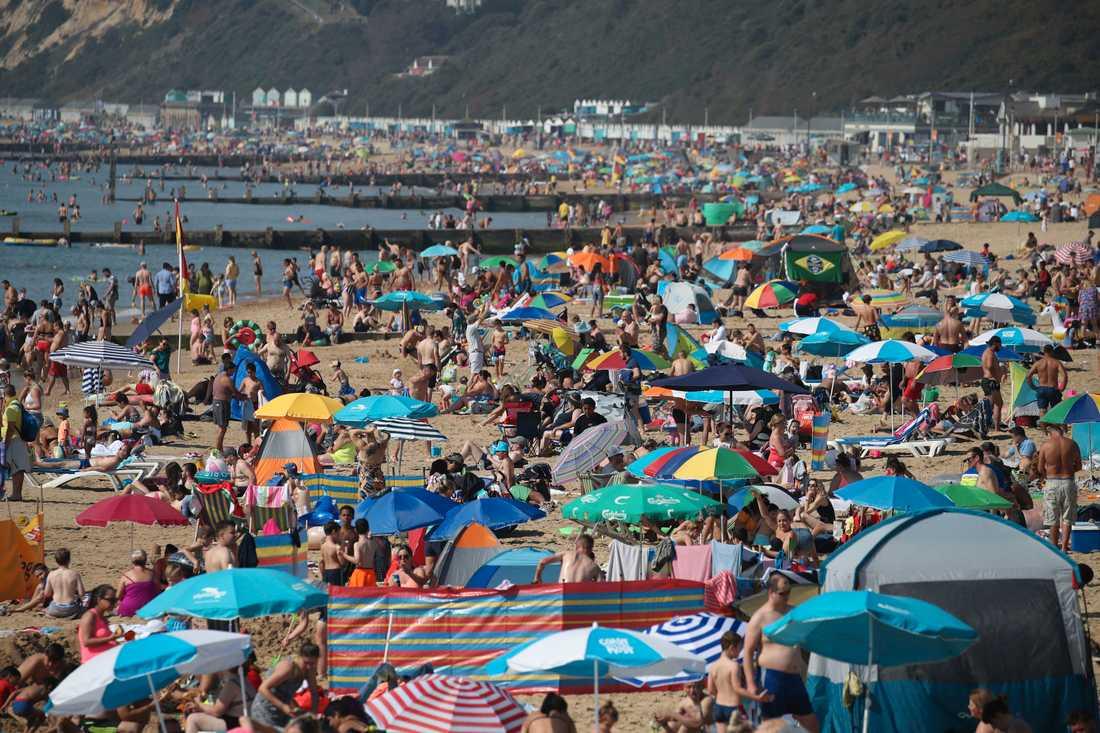 Bornemouth beach i Storbritannien under den coronafria sommaren 2019.